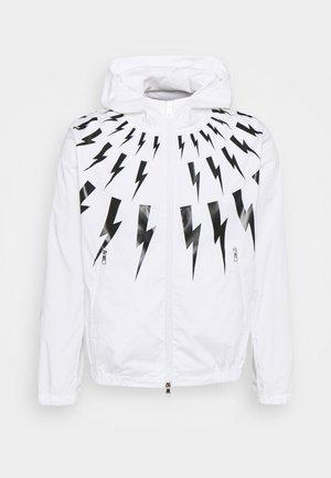 FAIR ISLE THUNDERBOLT PRINTED - Větrovka - white/black