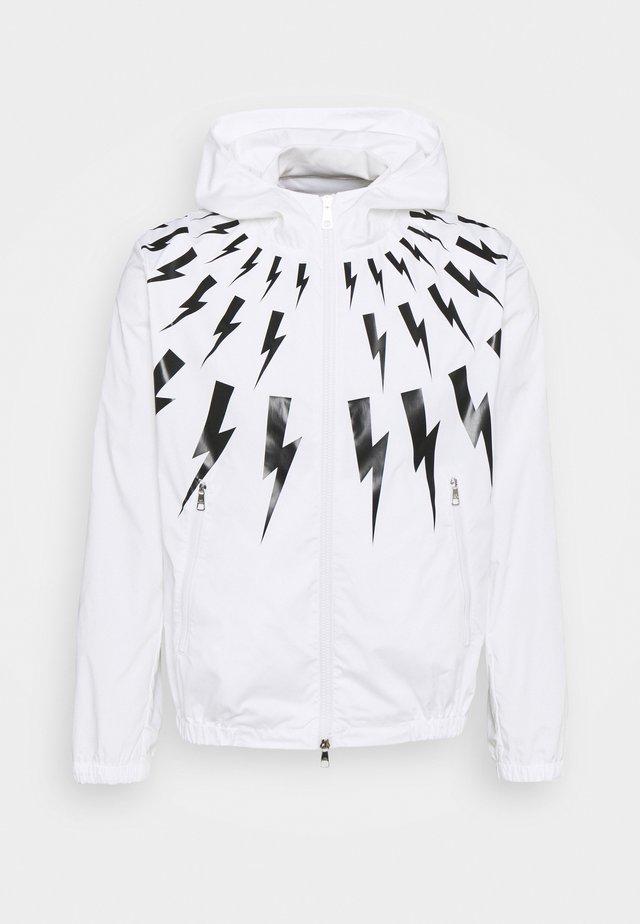 FAIR ISLE THUNDERBOLT PRINTED - Windjack - white/black