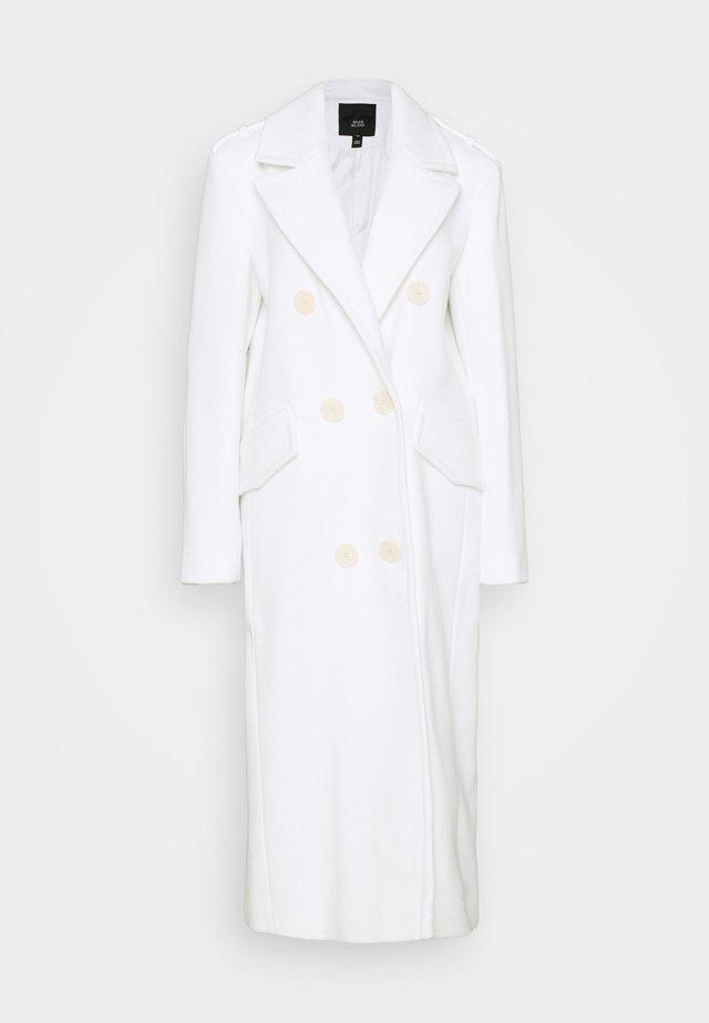 POWER SHOULDER COAT - Classic coat - white