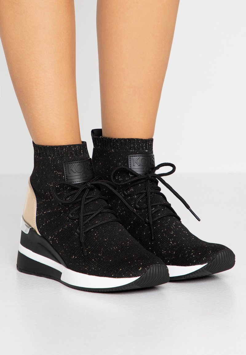 MICHAEL Michael Kors - SKYLER LACE UP  - Sneakers high - black/gold