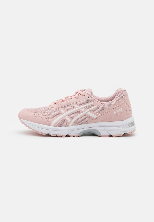 GEL ESCALATE - Sneakers basse - ginger peach