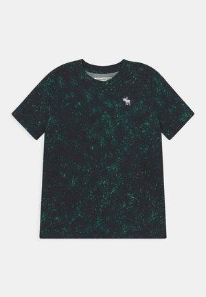 PATTERN - Triko spotiskem - green splatter