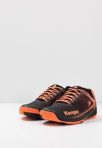 Kempa - WING 2.0 - Håndboldsko - black/fluo orange - 2