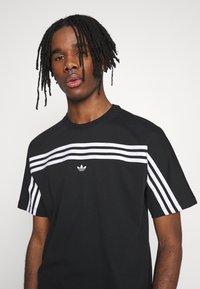 adidas Originals - SPORT COLLECTION SHORT SLEEVE TEE - Camiseta estampada - black/white - 3
