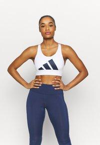 adidas Performance - ALPHA - Reggiseno sportivo con sostegno elevato - white/navy - 0