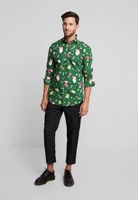 OppoSuits - SANTABOSS - Shirt - green - 1