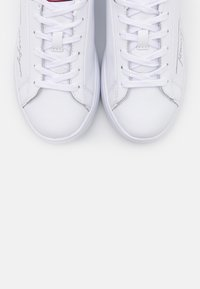 Tommy Hilfiger - SIGNATURE CUPSOLE - Sneaker low - white - 5