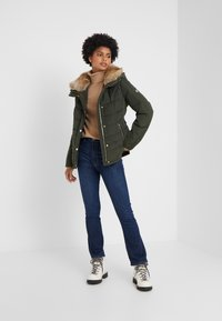 MICHAEL Michael Kors - SHORT PUFFER - Down jacket - ivy - 1