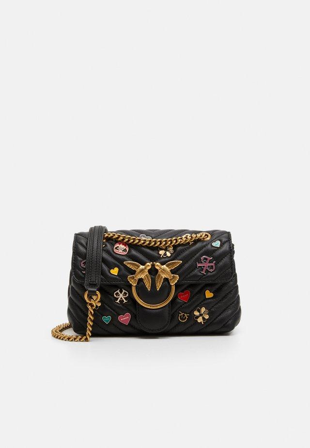 LOVE MINI PUFF QUILT PINS - Across body bag - black