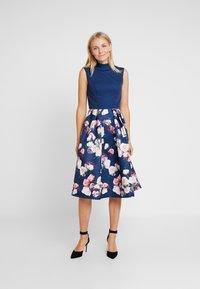 Chi Chi London - CYDNE DRESS - Sukienka koktajlowa - navy - 0