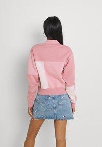 Tommy Jeans - COLLEGIATE CUT SEW CREW - Sweatshirt - pink - 2