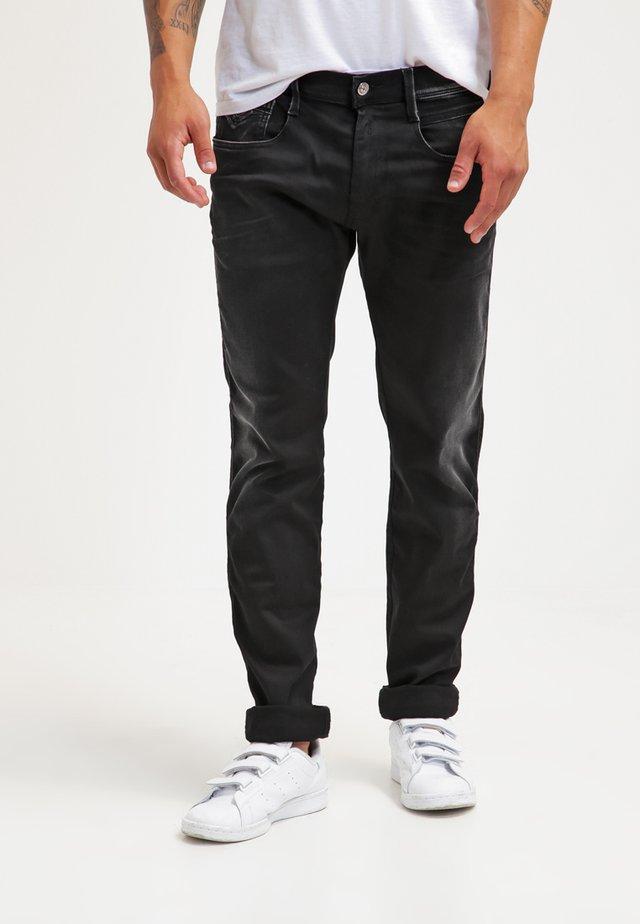 HYPERFLEX ANBASS - Straight leg jeans - black denim