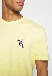 YOURTURN - UNISEX - T-shirt med print - yellow - 4
