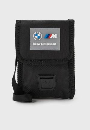 BMW SMALL PORTABLE UNISEX - Axelremsväska - puma black
