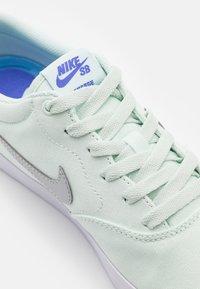 Nike SB - CHARGE SLR - Sneakers - barely green/metallic platinum - 5