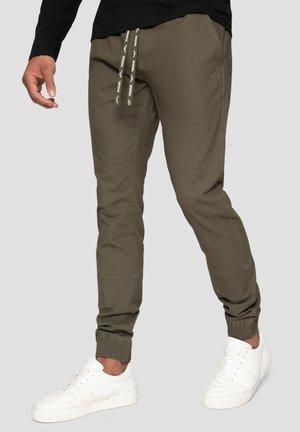 CROFT - Pantalones deportivos - khaki
