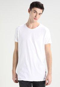 CHASIN' - EXPAND - Basic T-shirt - white - 0