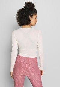 Onzie - TWIRL  - Camiseta de manga larga - blush - 2