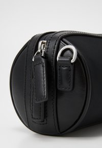 KARL LAGERFELD - IKONIK BARREL - Handbag - black - 4