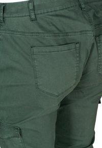 Zizzi - Cargo trousers - green - 3