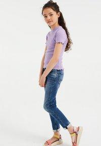 WE Fashion - SLIM FIT  - Basic T-shirt - lavender - 1