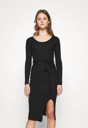KNIT BELTED MIDI DRESS WITH SLIT - Pouzdrové šaty - black