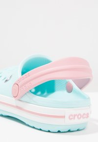 Crocs - CROCBAND RELAXED FIT - Pool slides - ice blue/white - 5