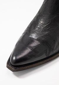 Billi Bi - Cowboy/biker ankle boot - black varese - 2