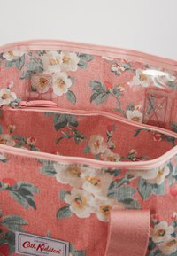 Cath Kidston - FOLDAWAY OVERNIGHT BAG - Torba na zakupy - dusty pink - 4