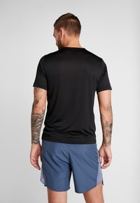 Champion - CREWNECK RUN - T-shirts print - black - 2