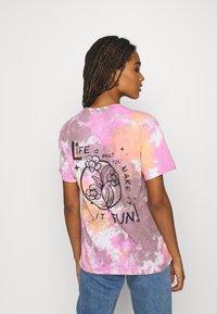 BDG Urban Outfitters - MAKE IT FUN TIE DYE TEE - Print T-shirt - pink - 2