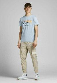 Jack & Jones - Print T-shirt - dusty blue - 1