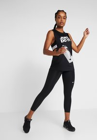 Nike Performance - MARBLE CROP - Tights - black/white - 1