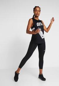 Nike Performance - MARBLE CROP - Collant - black/white - 1