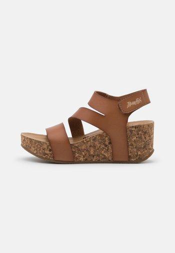 VEGAN LEELEE - Platform sandals - arabian sand dyecut