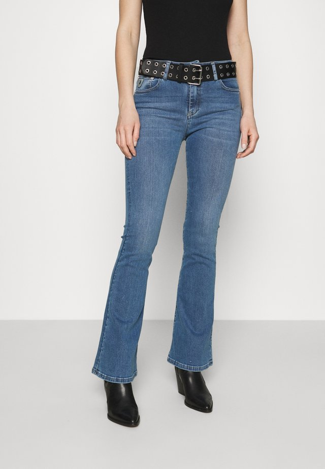RAVAL - Flared jeans - triple stone