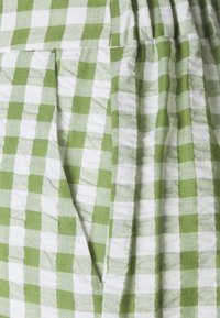 Pieces Petite - PCPIRA WIDE PANTS - Trousers - bright white/turtle green - 2