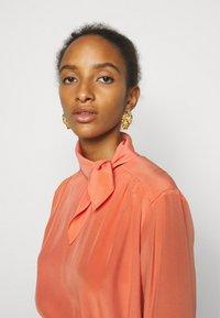 Victoria Victoria Beckham - PLEATED DRESS - Vestito elegante - lychee pink - 4