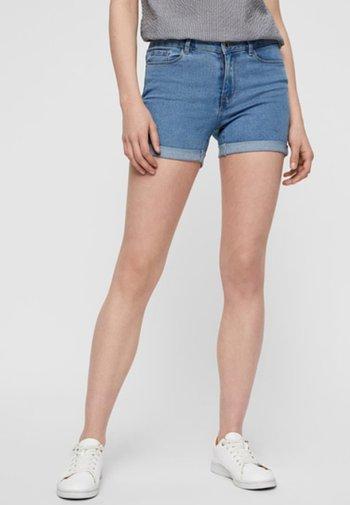 VMHOT  - Jeansshorts - light blue denim