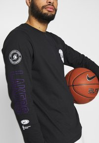 Nike Performance - NBA LOS ANGELES LAKERS LONG SLEEVE - Equipación de clubes - black - 4