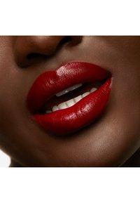 MAC - LOVE ME LIQUID LIPCOLOUR - Liquid lipstick - adore me - 5