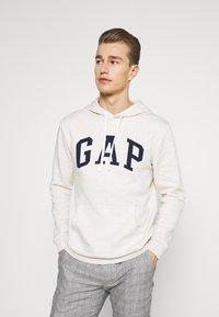 GAP - ARCH - Hoodie - oatmeal heather - 0