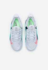 Nike Performance - METCON 6 FLYEASE - Trainings-/Fitnessschuh - football grey/ flash crimson/oracle aqua - 3