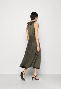 Samsøe Samsøe - RHEO DRESS - Koktejlové šaty/ šaty na párty - olive - 2