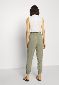 Abercrombie & Fitch - FASHION PANT  - Cargo trousers - dusty olive - 2