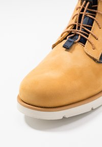 Levi's® - JAX LITE SPORTSWEAR - Botines con cordones - regular yellow - 5