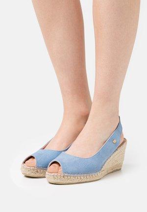 Sandály na platformě - lavendel blue