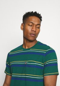 Levi's® - RELAXED FIT POCKET TEE - Basic T-shirt - multi-color - 3