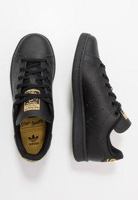 adidas Originals - STAN SMITH - Tenisky - core black/gold metallic - 0
