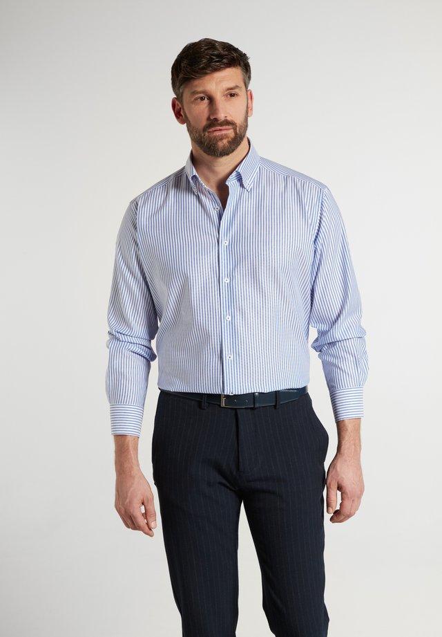 COMFORT FIT - Shirt - helllblau/weiss